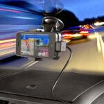 Nowość – uchwyt samochodowy Garmin dla iphone 5 z funkcją ładowania