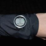 Podświetlenie na gest w zegarkach treningowych Garmin
